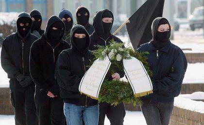 Kranzniederlegung der Autonomen Antifa Finsterwalde 2005